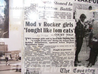 Газетная вырезка 1964 г. о драке девушек рокеров и стиляг: «Девушки рокеров и стиляг дрались, как кошки».