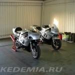 "День на трассе ""Донингтон Парк"": Suzuki GSX-R600 и Honda CBR600F"