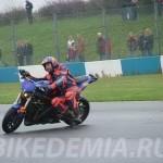 Езда в положении на мотоцикле сбоку