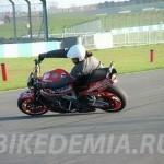 Езда на мотоцикле в обратном наклоне