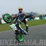 Кан-кан плюс вилли на мотоцикле в исполнении Антонио Карлоса Фариаса