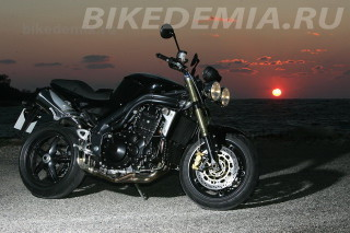 Стрит-файтер Triumph Speed Triple
