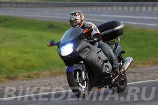 Honda CBR1100XX Superblackbird с кофром управляется хуже