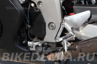 Подножки пилота мотоцикла Honda CBR1100XX Superblackbird