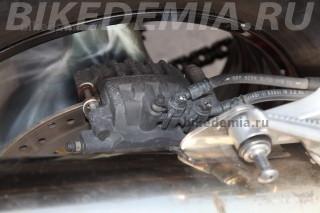 Трехпоршневая скоба заднего тормоза Honda CBR1100XX Superblackbird