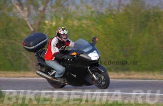 Мотоцикл Honda CBR1100XX Superblackbird в поворотах не внушает доверия