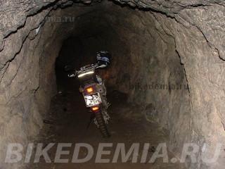 Suzuki DRZ-400S в пещере вечной мерзлоты, Железноводск