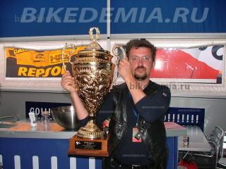 Кубок за победу в Британском этапе MotoGP