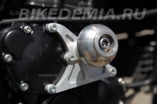 Слайдеры на двигателе Triumph Tiger 1050