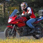 Yamaha XJ6SA Diversion эффективно защищает водителя от ветра