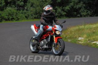 Moto Morini Corsaro 1200 перед рывком
