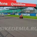 Старт-финишная прямая трассы Silverstone
