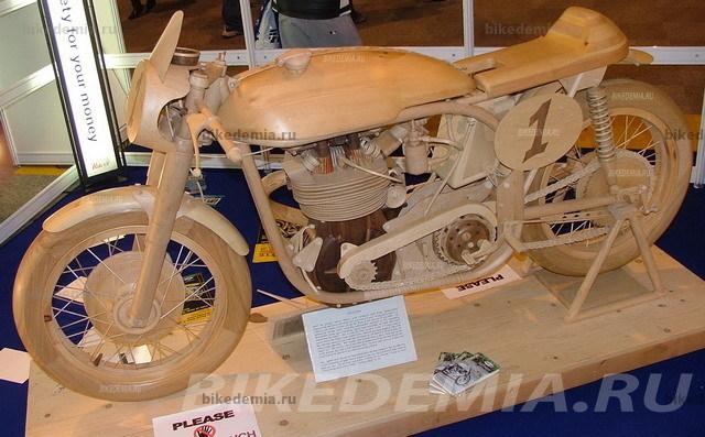 Реплика мотоцикла Norton Manx из дерева