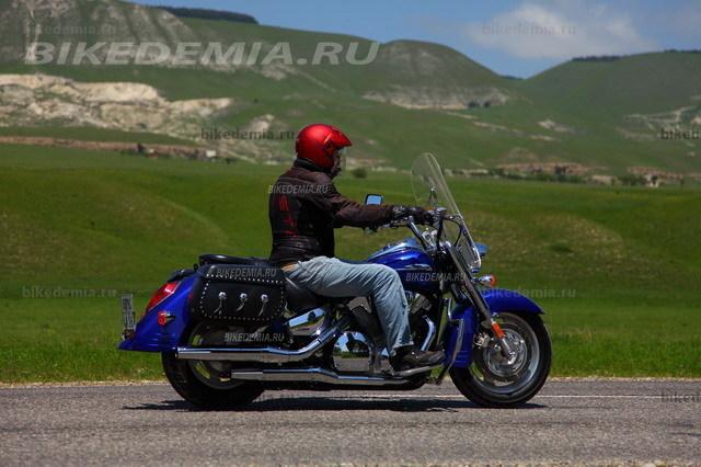 Посадка за рулем Honda VTX1300 удобная и комфортная