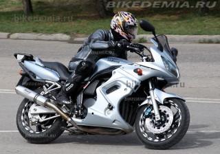 Yamaha Fazer FZS600: посадка удобная