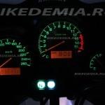 Yamaha Fazer FZS600: приборная панель в темноте