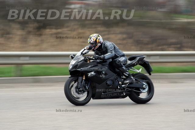 Suzuki GSX-R1000 K5: за рулем комфортно