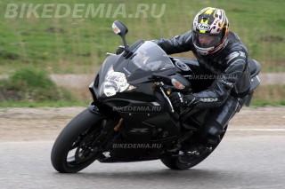 Suzuki GSX-R1000 K5: после регулировки вилки чувство переднего колеса улучшилось
