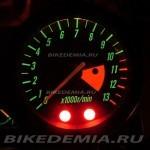 Kawasaki ZRX1200R: стрелочный тахометр