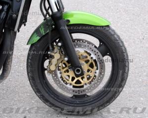 Kawasaki ZRX1200R: передние шестипоршневые тормозные скобы
