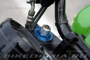 Kawasaki ZRX1200R: узел регулировки вилки