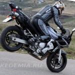 Yamaha FZ6 Fazer: передние скобы легко поднимаю байк в стоппи