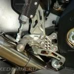 Тюнинг Suzuki GSX-R1000: подножки Gilles касаются выпуска Yoshimura