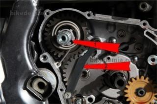 Механизм кикстартера и шестерня промежуточного вала Suzuki DRZ-400