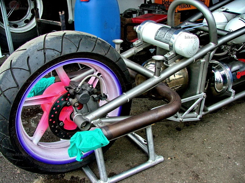 Каталитическая камера реактивного двигателя мотоцикла Эрика Тебюля