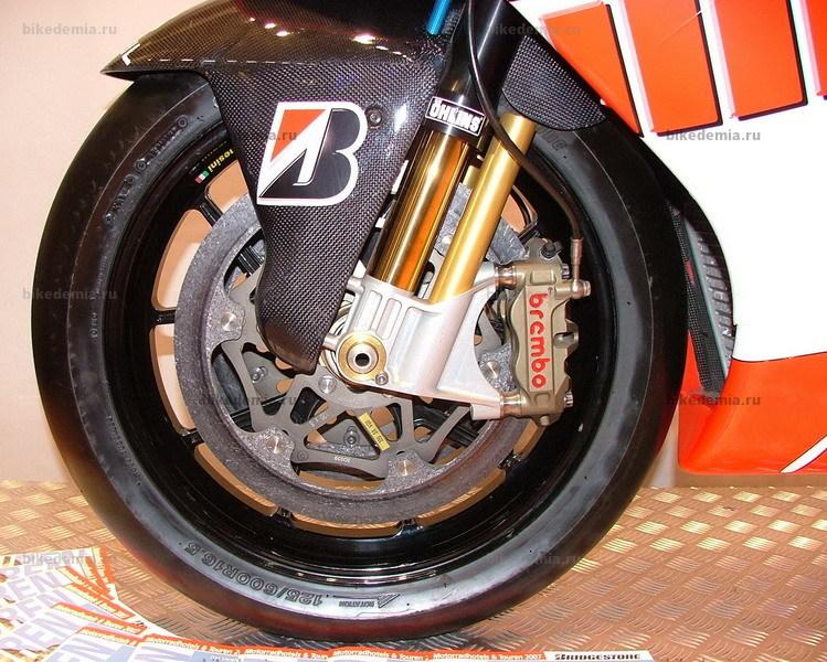 Карбоновые тормозные диски на мотоцикле Ducati Desmosedici