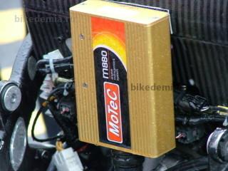 Гоночная система управления двигателем Motec