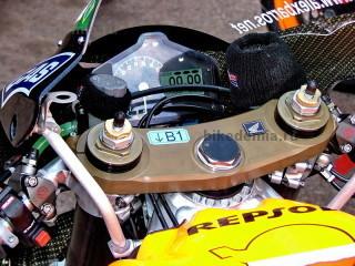 MotoGP: приборная панель мотоцикла Honda RC211V
