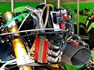 Система 2D применяется на мотоцикле Kawasaki ZX-RR