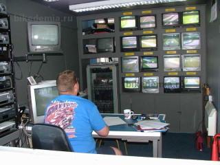 Комната видеонаблюдения трассы Донингтон-парк