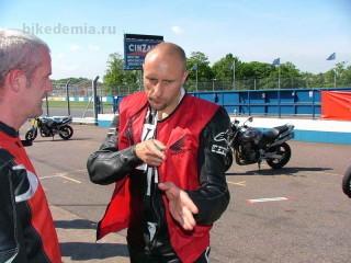 Инструктор гоночной школы Рона Хэслэма