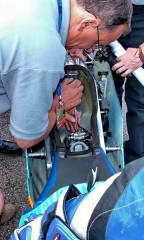 GP-125: Механик меняет жиклеры в карбюраторе
