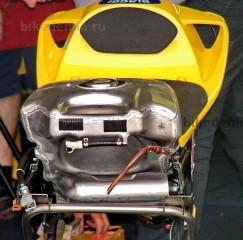 MotoGP: алюминиевый бензобак мотоцикла Honda RC211V
