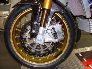 Тормозной диск, скоба и колесо PVM
