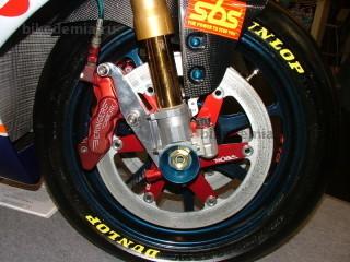Шестипоршневая тормозная скоба и диск Beringer