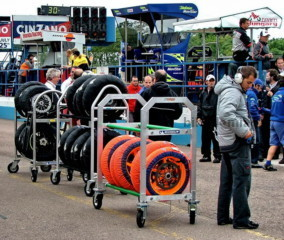 MotoGP: колеса с разными вариантами покрышек для гонки