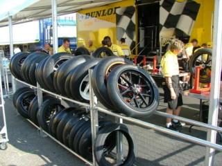 MotoGP: шиномонтажная мастерская Dunlop