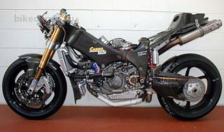 Гоночный мотоцикл с карбоновой рамой