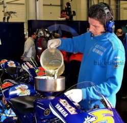 MotoGP: Заправка мотоцикла Yamaha M1