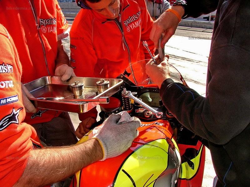 MotoGP: Замена картриджей вилки