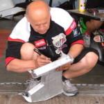 MotoGP: Чистка радиатора мотоцикла Aprilia Cube