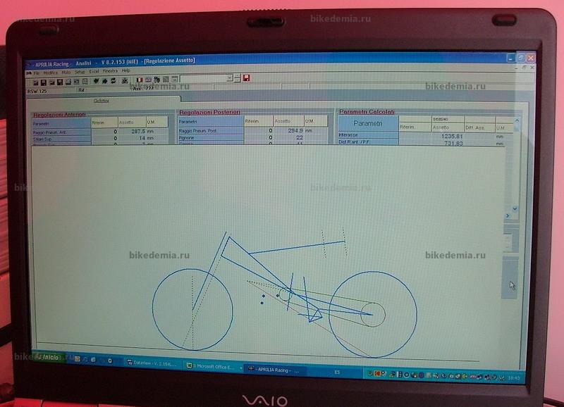 На экране - модель геометрии гоночного мотоцикла