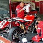 Заправка супербайка Ducati 999