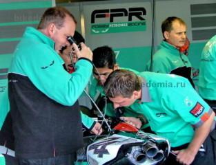 Двигатели мотоциклов Foggy Petronas исследуют интраскопом