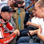 MotoGP: Рэнди Мамола общается с детьми