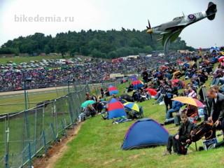 MotoGP: на траве раскидываются палаточные города